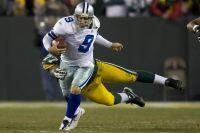 Tony Romo scrambles